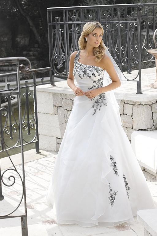 Weddingdresses and wedding gowns by Ladybird32000 iv black si.jpg
